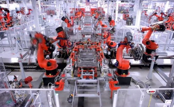 Fully Automated Robotic Assembly Line in a Tesla Factory - smashgear.com